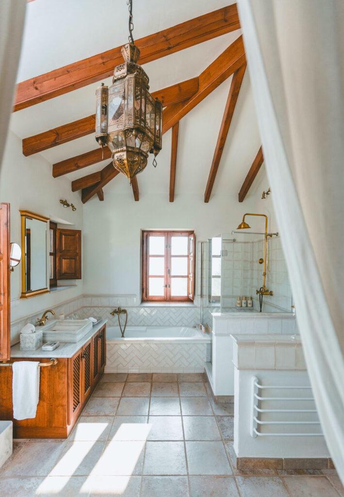 Master suite bathroom of La Esperanza Granada